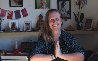 MALASANA – Die Gebetshaltung oder Göttinnenposition